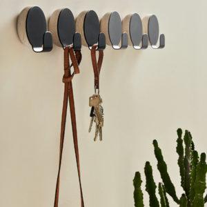 Patère en bois et métal noir Haak, Woud design