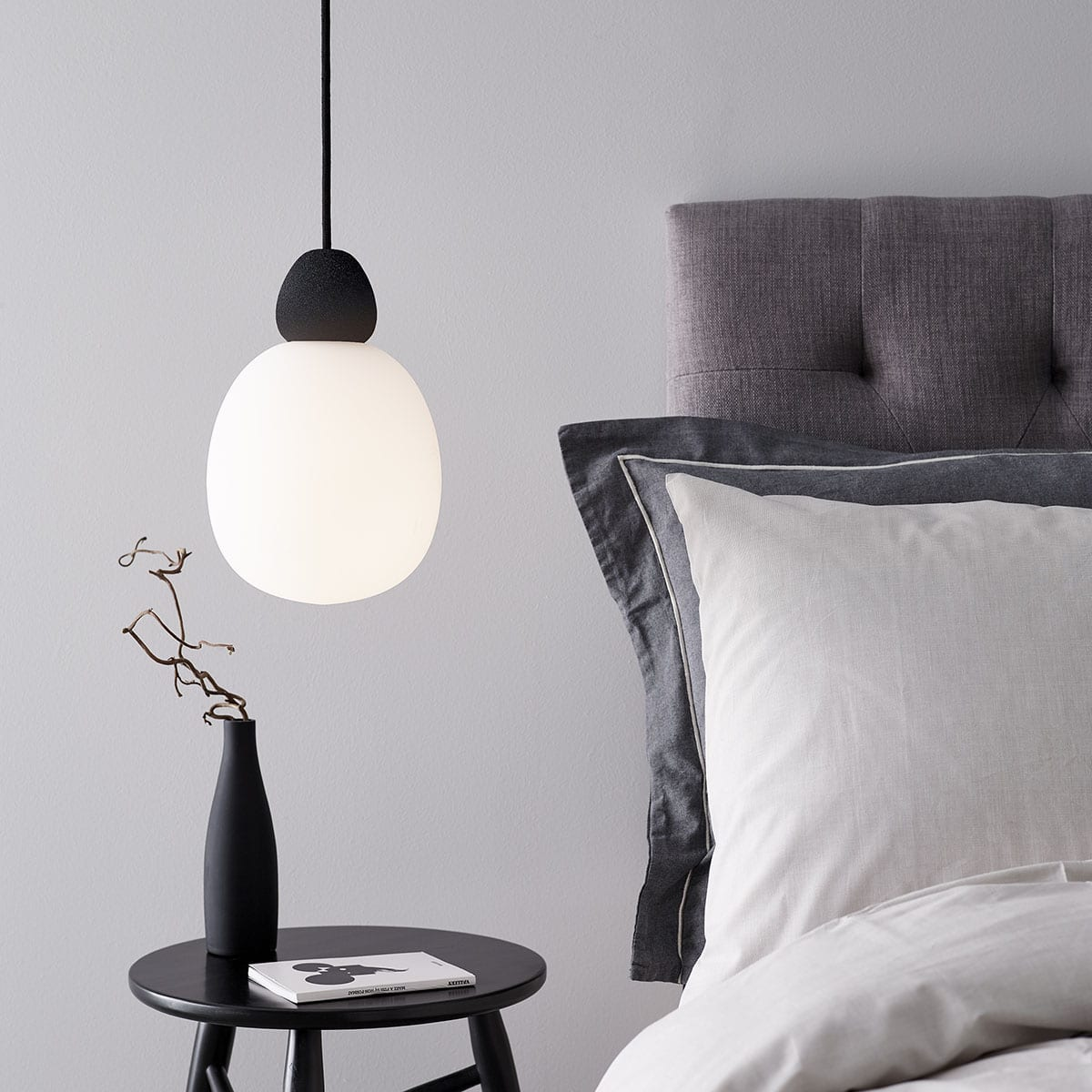 Luminaire suspension boule blanc opalin design Belid